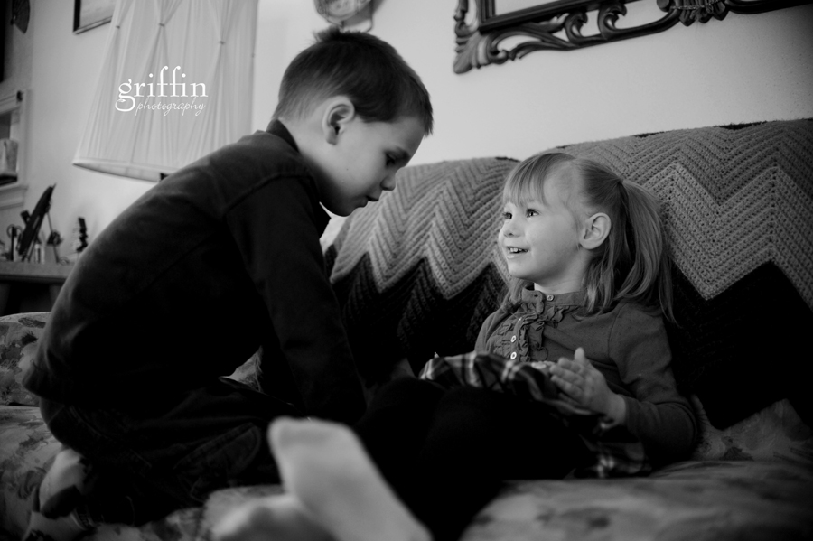 Wisconsin lifestyle photographer captures cousins smiling and playing.