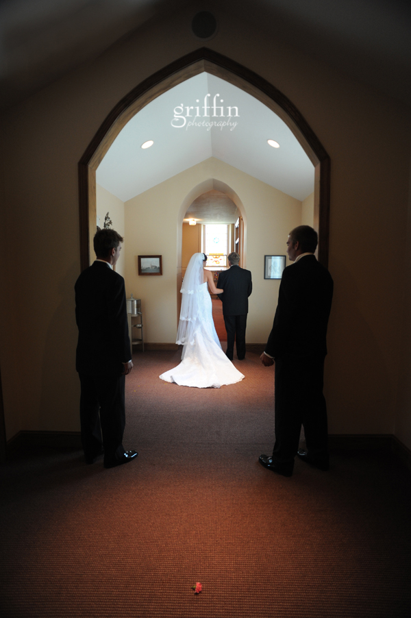 Griffin photography captures the bride and father of the bride before they walk down the aisle.