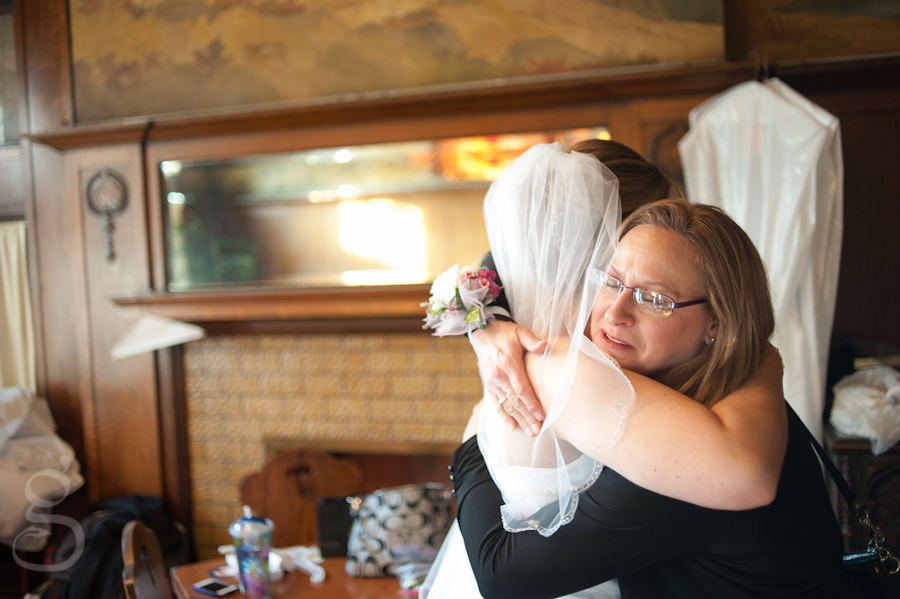 the bride and aunt hugging.
