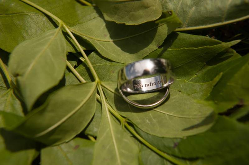 Inscription of the groom's ring, a surprise for him.