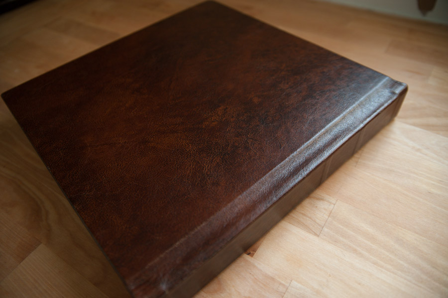 Full back leather covered Finao ONE wedding album in Krumble brown leather with sheen.