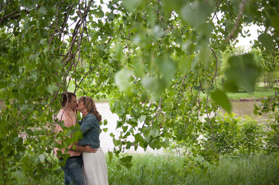 kissing under the willow tree