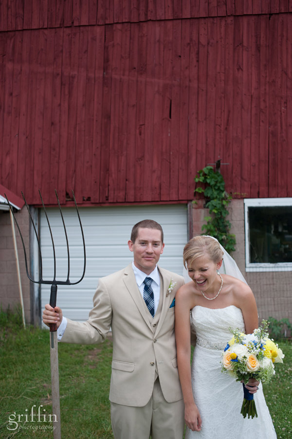 wedding couplse posing with pitchfork