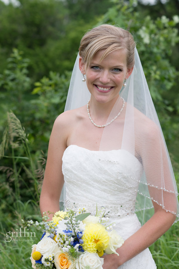 beautiful bride with white and yellow bouquet