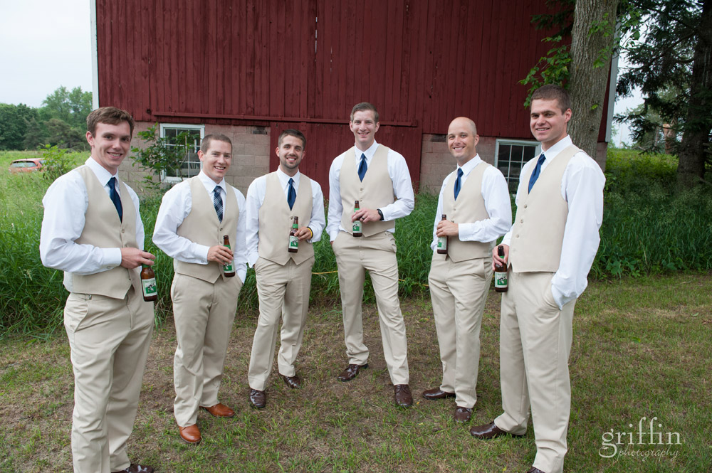 the groomsmen and their beers.
