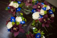The bridesmaid's bouquets, whit roses with bright blue and eggplant.